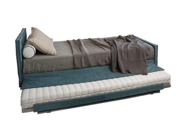łóżko z dodatkowym materacem (2)